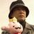 作者とバッチリ大王の人形